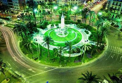 Vista nocturna de la Plaza de Los Luceros, de Alicante (imagen procedente de comunitatvalenciana.com)