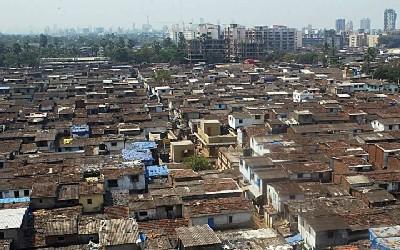 Vista aérea de Dharavi, Mumbai, el mayor slum de Asia. Foto del 4º World Social Forum, 2004.