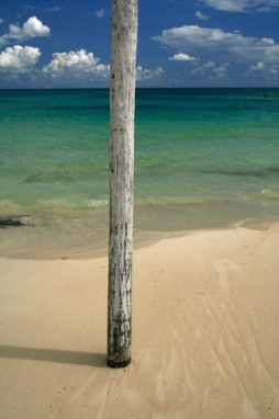 Poste para detener lanchas en Playa del Carmen (foto de Furumaru, cargada en flickr.com/photos/furumaru el 3 de octubre de 2008).