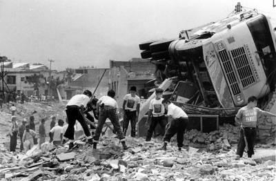 Imagen de la tragedia del 22 de abril de 1992 (Foto de Guillermo Sologuren publicada en lajornadajalisco.com.mx)