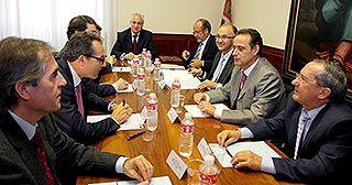 Reunión del 20 de octubre de 2008 para decidir la unicación de la Ciudad de la Justicia de Valladolid (Foto de Ical, publicada en eldiadevalladolid.com).