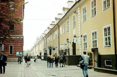 Estudiantes en las calles de Riga (imagen procedente de stm.unipi.it/programmasocrates)