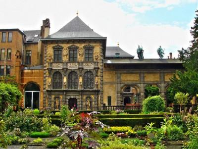 Jardín de la Rubenshuis, la casa-taller de Rubens en Amberes (imagen de gardenvisit.com/assets/madge/rubenhuis_belgium)