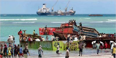 Barcos en la costa de Somalia (imagen procedente de newsone.com)