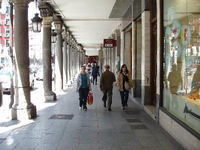 Soportales de Valladolid, en la Plaza de Fuente Dorada, junto al Café España (mayo de 2008. Foto: MS)